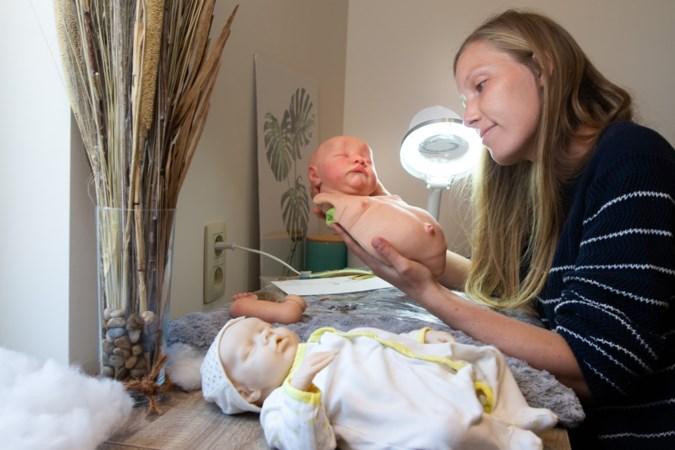 Jolien maakt levensecht uitziende babypoppen: 'Ik maakte er ooit een voor een stel dat hun dochter had verloren'
