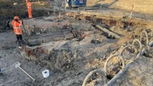 Eeuwenoude stuw bij toeval ontdekt bij Geleenbeek in Sittard, archeologen opgetogen: 'Zeldzame vondst'