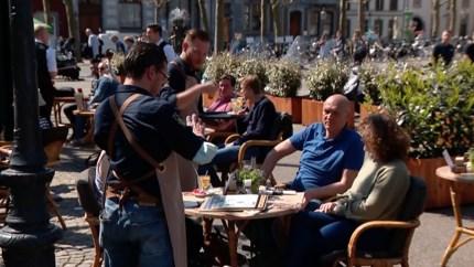 Video: Terrassen weer open: stilte maakt plaats voor geroezemoes in de binnensteden