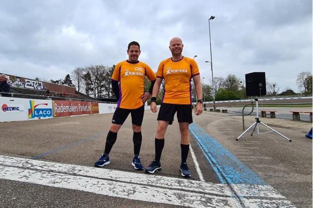Hardlopers uit Geleen halen 3835 euro op met marathon voor KiKa