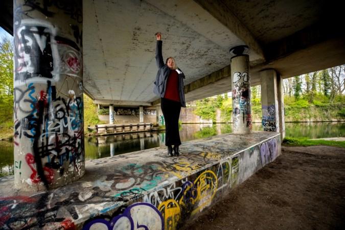 Theaterwandeling met stadse anekdotes door mysterieus en onontdekt stukje Maastricht