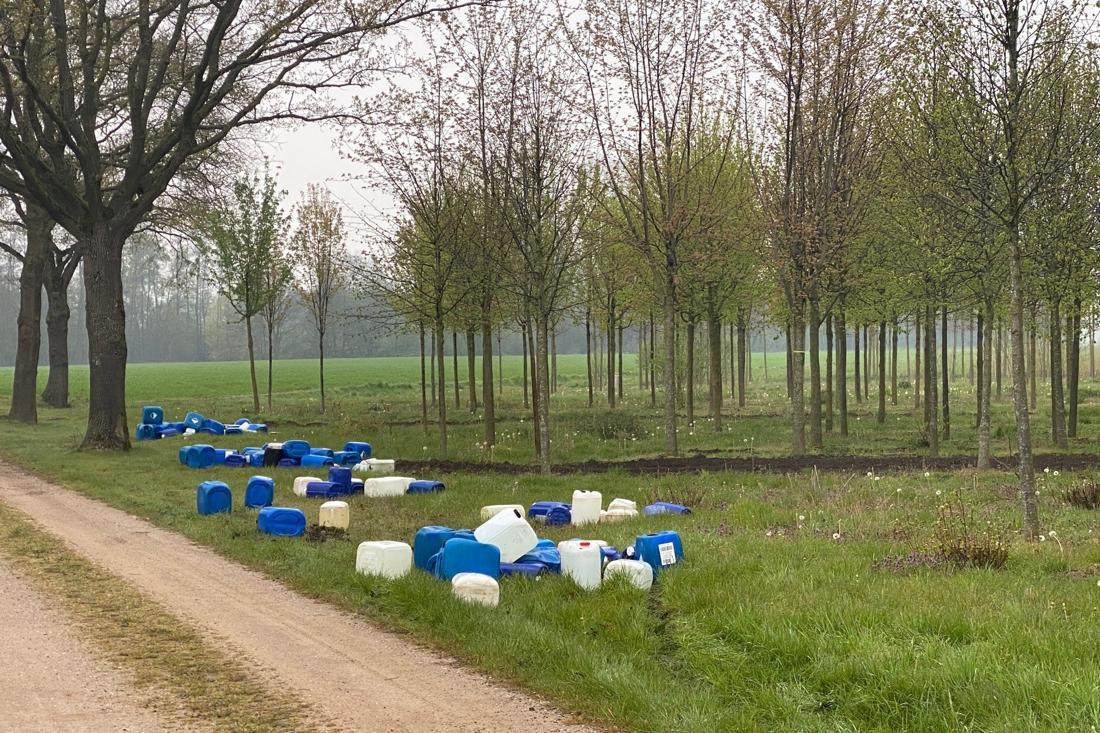 Ruim honderd vaten met drugsafval gedumpt in Sevenum - De Limburger