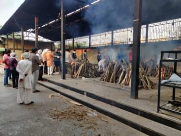 Bange blik op brandhaard India
