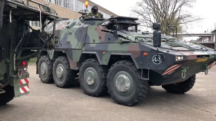 Oefening landmacht: even oorlog op het voormalig Philipsterrein in Roermond