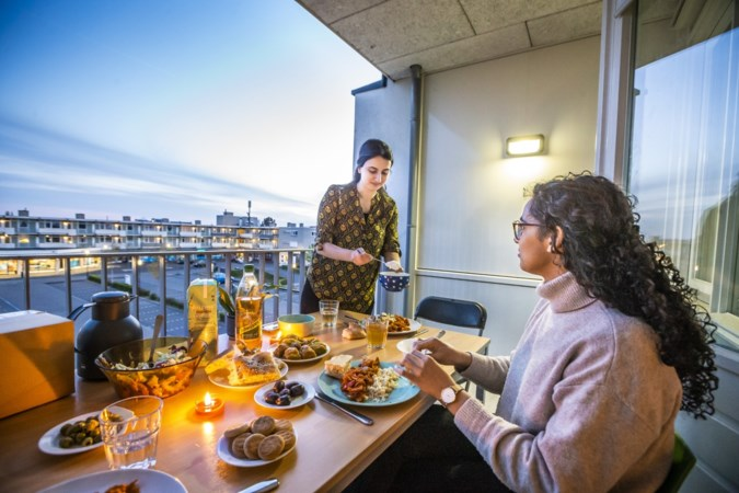Yesim (22) en Sarah (21) volop bezig met ramadan: 'Geert Wilders?'Ik zou zó graag met z'n volgers willen praten'