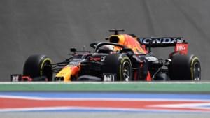 Verstappen houdt schade beperkt met tweede plaats achter Hamilton