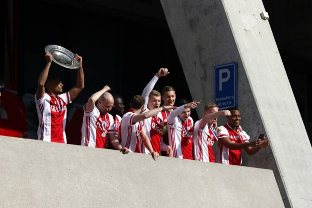 Spelers van Ajax vieren landstitel toch nog met supporters
