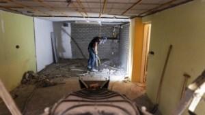 Mijnschade: verzakkende huizen in Amstenrade verstevigd met meterslange stalen poten