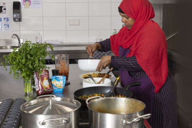 Somalisch met pit in de keuken van vrouwencentrum Roermond
