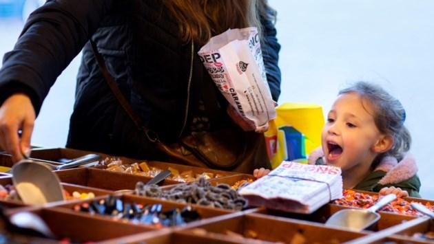 In Weert rolt jaarlijks 10 miljoen kilo snoep van de band: 'Snoep is een hoeramomentje voor jong en oud, zeker nu'