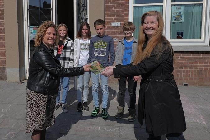 Scholen in Tegelen en Steyl krijgen kinderboek over de oorlog cadeau van heemkundevereniging