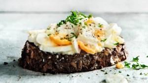 Geniet van het aspergeseizoen! In dunne plakjes met ei en sjalot als een lekkere salade