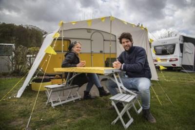 Ook met hoosbuien staan de Limburgse campings vol: 'Op deze regenachtige dag zijn er alsnog genoeg droge momenten'