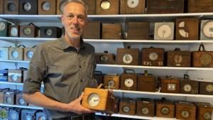 Duivenmelker Jos Thielen koos voor zijn gezondheid en ging klokken verzamelen