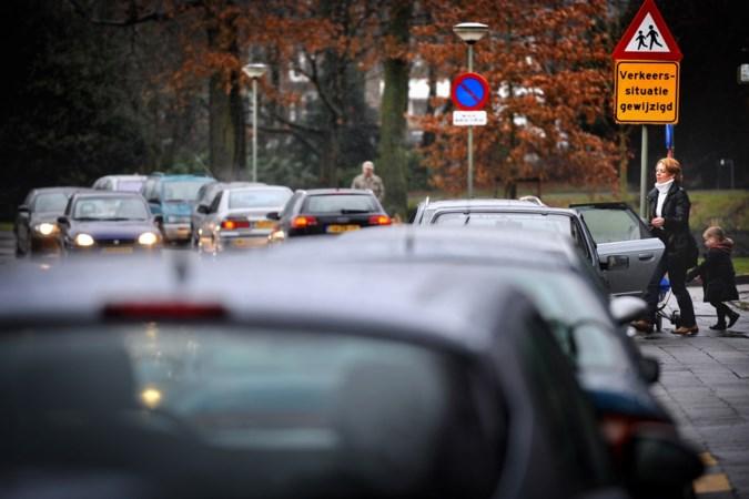Conflict rond pas heringerichte weg in Sittard laait op; buurt vindt tracé 'levensgevaarlijk', stadsbestuur: 'stuk veiliger nu'