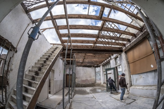 Restauratie voormalige buurtsuper Roermondse Veld in volle gang