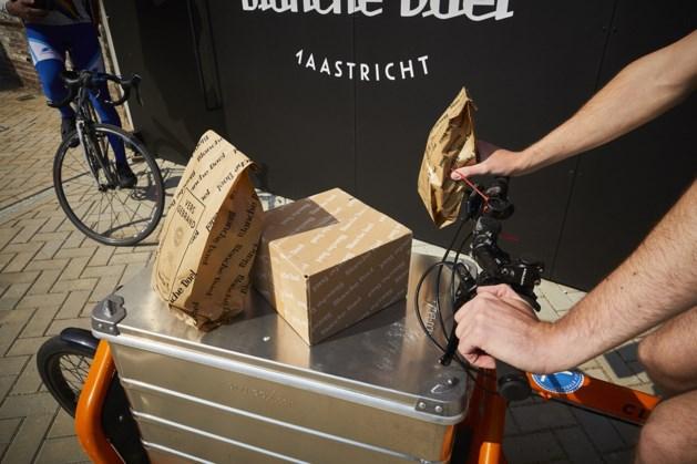 Koffiebrander en theepakkerij Blanche Dael gaat met fietskoeriers bestellingen bezorgen in Maastricht