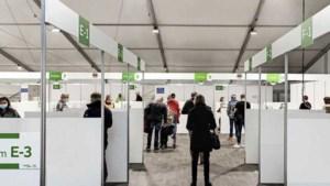 Te weinig vaccins blijft 'bottleneck': Nederland aast op 'afgedankte' doses