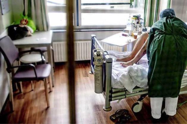 Iets meer coronapatiënten in ziekenhuizen, maar minder opnames