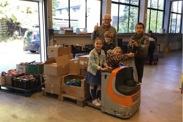 Basisschool De Stapsteen uit Herten steunt Voedselbank Midden-Limburg