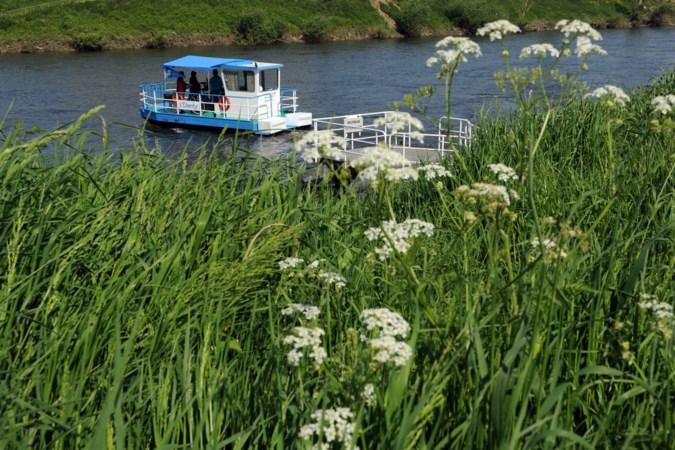 Veer bij Grevenbicht stuurloos in het water, zaterdag waarschijnlijk uit de vaart