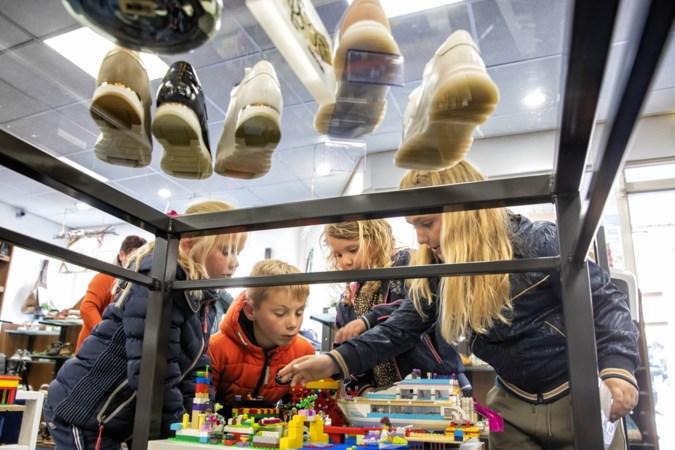 Drie kilometer lopen langs Legokunst met Blökske um in Nederweert