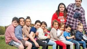 Ook elfde kind Belgisch gezin krijgt naam met letters A, L, E en X: 'Twaalfde telg zou het compleet maken'