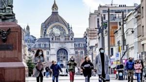 België opent terrassen weer en schaft avondklok af