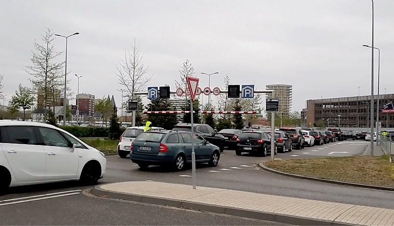Video: Enorme drukte door Duitsers bij Designer Outlet in Roermond