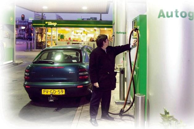 Auto lekt gas: Collegeplein Weert uren afgesloten