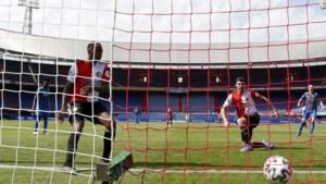 Stuntelshow: Feyenoord rolt rode loper in De Kuip uit voor Ajax