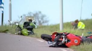 Motorrijder en snorfietser zwaargewond na aanrijding in Schimmert