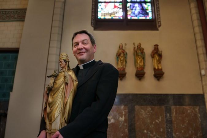 Ingemetselde monstrans en door verveelde douanier gemaakt houtsnijwerk: omroep legt bijzonderheden kerken Stein vast