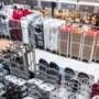 Ondernemers staan in de rij voor koffiemachines, bordensets en afwasstraten