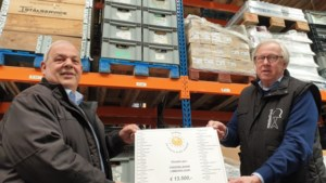 Voedselbank Zuid-Limburg ontvangt cheque van 13.500 euro van bedrijven uit hele regio