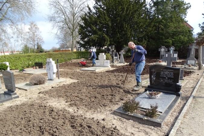 Oproep om te stoppen met het ruimen van graven en grafmonumenten vindt gehoor in Castenray en Merselo