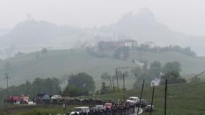 Jumbo-kopman George Bennett in Giro verkrampt door de kou