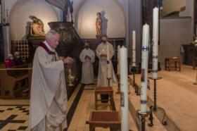 Gezegende putkaarsen nog tot na Pinksteren te bezichtigen in Mariakapel van de Kapel in 't Zand in Roermond