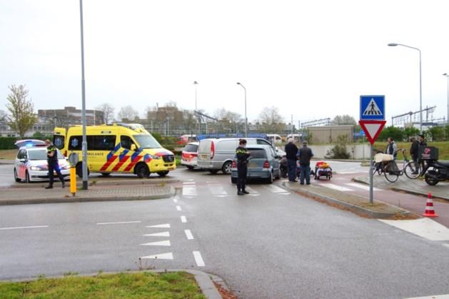 Fietser gewond na aanrijding met auto op rotonde in Venlo