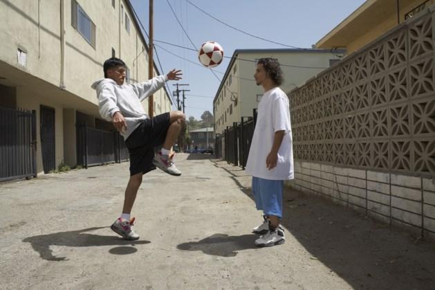 Jongeren Bergen in gesprek met straatvoetballer, muzikant, schrijfster en actrice