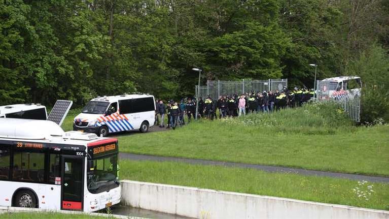 Tientallen arrestaties rond ADO-stadion, ook aanhoudingen na onrust bij De Graafschap