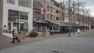 Vandalen vernielen bloembakken op de Markt in Kerkrade