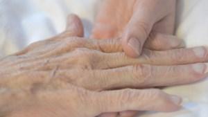 Zoon over hulp bij zelfdoding: 'Ik kon niet anders dan de laatste wens van mijn vader vervullen'.