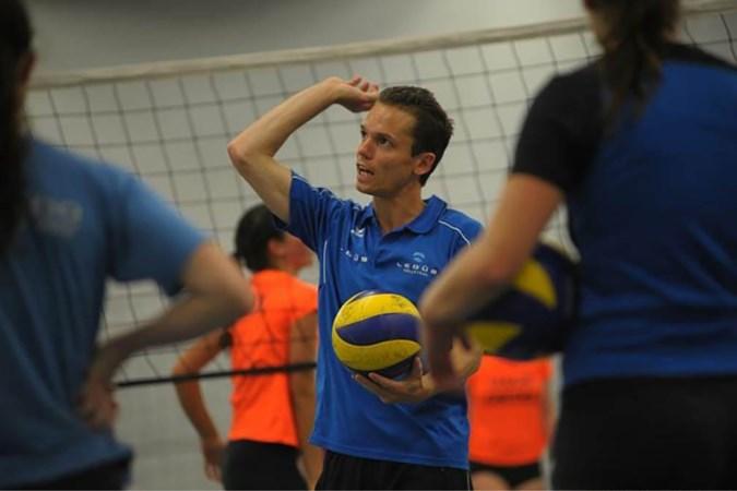 Jan Slenders versterkt YD Peelpush Volleybalschool: 'De kinderen genieten van het feit dat ze beter worden, dat geeft veel voldoening'