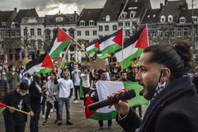 Vreedzame steun in Maastricht voor Palestijnen: 'Als je mensenrechten serieus neemt, moet je nu opstaan voor het Palestijnse volk'