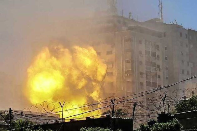 Gebouw met kantoren internationale pers bestookt in Gazastrook