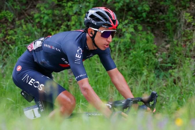 Egan Bernal wint negende Giro-etappe na demarrage op grindpad en grijpt de roze trui