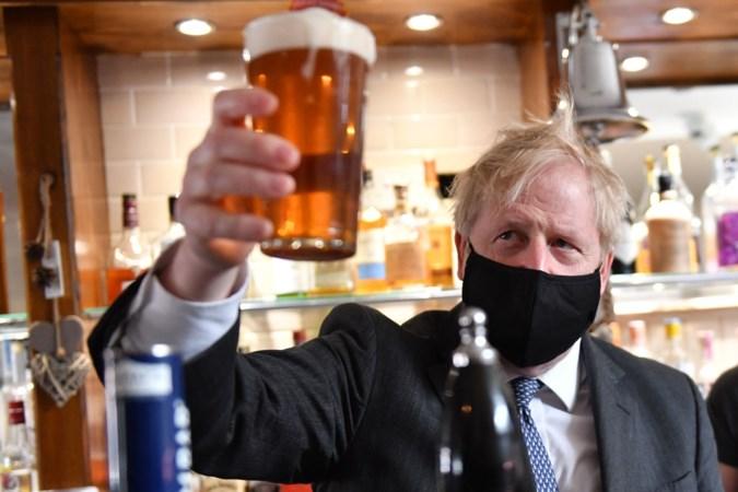 Britten moeten 124 biertjes drinken 'voor het land' (of 976 zakken chips)