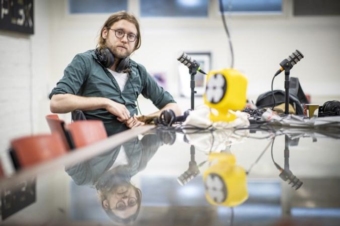 Schrijver Daan Doesborgh uit Steyl maakt podcast Het Raadsel van Limburg met muziek van Tren van Rowwen Hèze