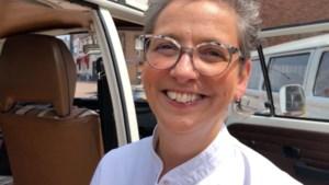 Margo Reuten verslaat Hans van Wolde in Mexicano-challenge op tv